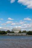 Εξωτερική άποψη του αναμνηστικού μνημείου του Λίνκολν που βλέπει από το δοχείο Στοκ εικόνες με δικαίωμα ελεύθερης χρήσης