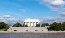 Εξωτερική άποψη του αναμνηστικού μνημείου του Λίνκολν που βλέπει από το δοχείο Στοκ Φωτογραφία