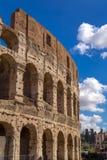 Εξωτερική άποψη του αρχαίου ρωμαϊκού Colloseum στη Ρώμη στοκ εικόνα