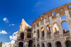 Εξωτερική άποψη του αρχαίου ρωμαϊκού Colloseum στη Ρώμη στοκ φωτογραφίες με δικαίωμα ελεύθερης χρήσης