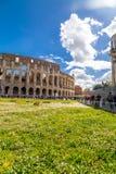 Εξωτερική άποψη του αρχαίου ρωμαϊκού Colloseum στη Ρώμη στοκ φωτογραφία