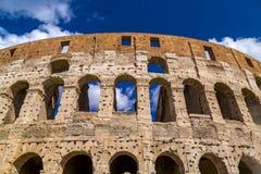 Εξωτερική άποψη του αρχαίου ρωμαϊκού Colosseum στη Ρώμη στοκ εικόνες με δικαίωμα ελεύθερης χρήσης