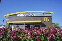 Εξωτερική άποψη του διάσημου Mcdonald στοκ φωτογραφία