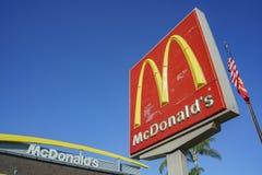 Εξωτερική άποψη του διάσημου Mcdonald στοκ εικόνα
