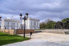 Εξωτερική άποψη του μακεδονικού κυβερνητικού κτηρίου στα Σκόπια Στοκ φωτογραφίες με δικαίωμα ελεύθερης χρήσης