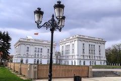 Εξωτερική άποψη του μακεδονικού κυβερνητικού κτηρίου στα Σκόπια Στοκ Φωτογραφία