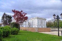 Εξωτερική άποψη του μακεδονικού κυβερνητικού κτηρίου στα Σκόπια Στοκ Εικόνες