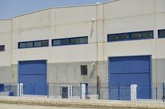 Εξωτερική βιομηχανική αποθήκη εμπορευμάτων στοκ φωτογραφία με δικαίωμα ελεύθερης χρήσης