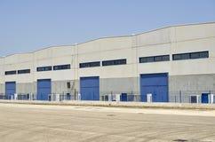 Εξωτερική βιομηχανική αποθήκη εμπορευμάτων στοκ φωτογραφίες με δικαίωμα ελεύθερης χρήσης