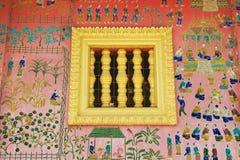 Εξωτερικός τοίχος με το όμορφο μωσαϊκό του περίπτερου στο ναό λουριών Xieng σε Luang Prabang, Λάος Στοκ εικόνα με δικαίωμα ελεύθερης χρήσης