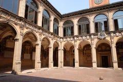 Εξωτερικό αίθριο Archiginnasio, Μπολόνια Στοκ εικόνα με δικαίωμα ελεύθερης χρήσης