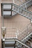 Εξωτερικό βιομηχανικό κτήριο σκαλών στοκ φωτογραφία με δικαίωμα ελεύθερης χρήσης