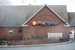 Εξωτερικό και σημάδι τράπεζας PNC Ομάδα χρηματοπιστωτικών υπηρεσιών PNC, INC είναι μια εταιρία χρηματοπιστωτικών υπηρεσιών στοκ εικόνα με δικαίωμα ελεύθερης χρήσης