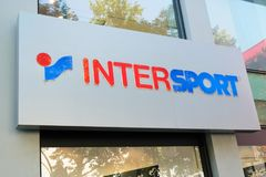46d71b6891a Εξωτερικό καταστημάτων Intersport στοκ φωτογραφία με δικαίωμα ελεύθερης  χρήσης