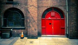 εξωτερικό κόκκινο πορτών Στοκ Φωτογραφίες