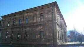 Εξωτερικό οικοδόμησης βιβλιοθήκης κοντά σε μια οδό Στοκ εικόνα με δικαίωμα ελεύθερης χρήσης