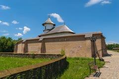 Εξωτερικό προαύλιο του μοναστηριού Turnu σε Targsoru Vechi κοντά σε Ploiesti, Prahova Κτήριο εκκλησιών, τουβλότοιχος προστασίας κ Στοκ Εικόνες