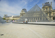 Εξωτερικό του μουσείου του Λούβρου, Παρίσι, Γαλλία Στοκ εικόνα με δικαίωμα ελεύθερης χρήσης