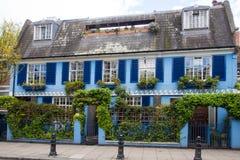 Εξωτερικό του μπλε σπιτιού στοκ φωτογραφίες