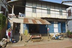 Εξωτερικό του παραδοσιακού σπιτιού σε στο κέντρο της πόλης Luang Prabang σε Luang Prabang, Λάος Στοκ Εικόνα