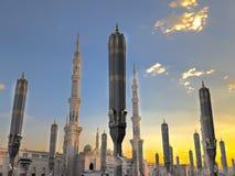 Εξωτερικό του πύργου, θόλοι στο κτήριο μουσουλμανικών τεμενών Nabawi's σε Medina στοκ εικόνες