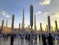 Εξωτερικό του πύργου, θόλοι στο κτήριο μουσουλμανικών τεμενών Nabawi's σε Medina στοκ εικόνα με δικαίωμα ελεύθερης χρήσης