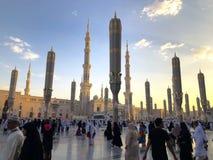 Εξωτερικό του πύργου, θόλοι στο κτήριο μουσουλμανικών τεμενών Nabawi's σε Medina στοκ φωτογραφία με δικαίωμα ελεύθερης χρήσης