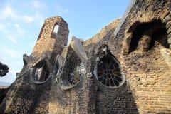 Εξωτερικό crypt Gaudi στη Βαρκελώνη, Ισπανία Στοκ εικόνες με δικαίωμα ελεύθερης χρήσης