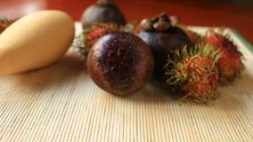 Εξωτικά τροπικά φρούτα στον πίνακα καρπός Ταϊλανδός φιλμ μικρού μήκους