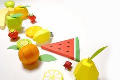 Εξωτικά φρούτα φιαγμένα από έγγραφο για το άσπρο υπόβαθρο στοκ εικόνες