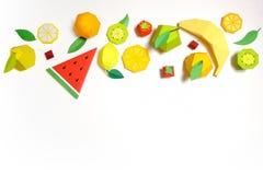 Εξωτικά φρούτα φιαγμένα από έγγραφο για το άσπρο υπόβαθρο στοκ εικόνες με δικαίωμα ελεύθερης χρήσης