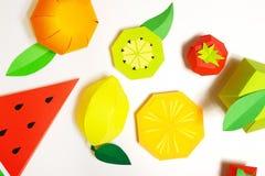 Εξωτικά φρούτα φιαγμένα από έγγραφο για το άσπρο υπόβαθρο στοκ φωτογραφίες με δικαίωμα ελεύθερης χρήσης