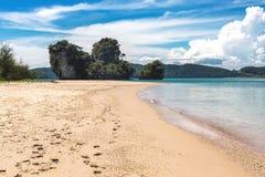 Εξωτική παραλία στο AO Nang, επαρχία Krabi, Ταϊλάνδη Στοκ εικόνα με δικαίωμα ελεύθερης χρήσης