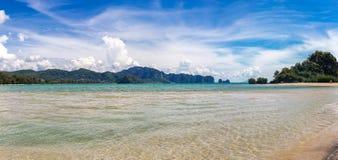 Εξωτική παραλία AO Nang, επαρχία Krabi, Ταϊλάνδη Στοκ εικόνες με δικαίωμα ελεύθερης χρήσης