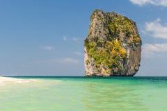 Εξωτική ωκεάνια μπλε και πράσινη θέα βουνού στοκ εικόνες με δικαίωμα ελεύθερης χρήσης