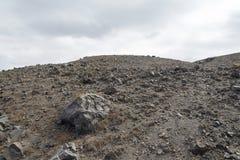 Εξωτικός δύσκολος δρόμος στον κρατήρα του ηφαιστείου Το ηφαίστειο βρίσκεται διάσημο Caldera Santorini στοκ φωτογραφία με δικαίωμα ελεύθερης χρήσης