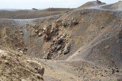 Εξωτικός δύσκολος δρόμος στον κρατήρα του ηφαιστείου Το ηφαίστειο βρίσκεται διάσημο Caldera Santorini στοκ φωτογραφίες
