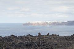 Εξωτικός δύσκολος δρόμος στον κρατήρα του ηφαιστείου Το ηφαίστειο βρίσκεται διάσημο Caldera Santorini στοκ εικόνες με δικαίωμα ελεύθερης χρήσης