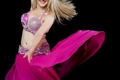 Εξωτικός χορευτής κοιλιών που απομονώνεται στο Μαύρο στοκ φωτογραφίες με δικαίωμα ελεύθερης χρήσης
