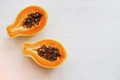 Εξωτικό papaya ή papaw φρούτων που απομονώνεται στο άσπρο υπόβαθρο Healt Στοκ εικόνα με δικαίωμα ελεύθερης χρήσης