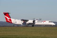 Εξόρμηση dhc-8 8 Qantas QantasLink deHavilland δίδυμα μηχανοκίνητα περιφερειακά αεροσκάφη επιβατηγών αεροσκαφών στον αερολιμένα τ στοκ φωτογραφίες