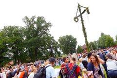 Εορτασμοί θερινού ηλιοστάσιου με το χορό στοκ εικόνα
