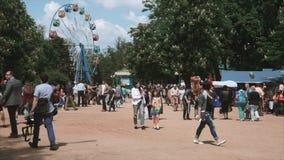 Εορτασμοί στο θεματικό πάρκο απόθεμα βίντεο