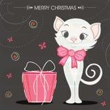 Εορτασμοί Χαρούμενα Χριστούγεννας με τη χαριτωμένη γάτα στο τόξο ελεύθερη απεικόνιση δικαιώματος