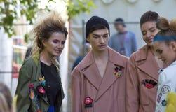 Εορτασμός ημέρας πόλεων της Μόσχας ο μπλε φωτογράφος λάμψης μόδας εμφανίζει απόχρωση Στοκ Φωτογραφία