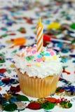 εορτασμός κεριών cupcake Στοκ εικόνα με δικαίωμα ελεύθερης χρήσης