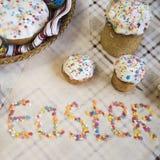 Εορτασμός Πάσχας με τα βαμμένα αυγά και Paska σπιτικού Στοκ φωτογραφία με δικαίωμα ελεύθερης χρήσης