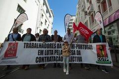 Εορτασμός της ημέρας Μαΐου στο κέντρο του Οπόρτο Γενική συνομοσπονδία των πορτογαλικών εργαζομένων, που συνδέεται με το κομμουνισ στοκ φωτογραφίες με δικαίωμα ελεύθερης χρήσης