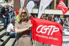 Εορτασμός της ημέρας Μαΐου στο κέντρο του Οπόρτο Γενική συνομοσπονδία των πορτογαλικών εργαζομένων, που συνδέεται με το κομμουνισ στοκ εικόνες με δικαίωμα ελεύθερης χρήσης