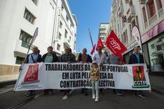 Εορτασμός της ημέρας Μαΐου στο κέντρο του Οπόρτο Γενική συνομοσπονδία των πορτογαλικών εργαζομένων, που συνδέεται με το κομμουνισ στοκ εικόνα με δικαίωμα ελεύθερης χρήσης